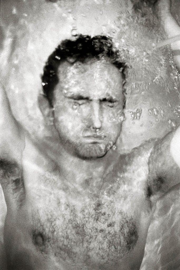 ARKIV 920601 - Man under vatten i badkar, SverigeFoto: Michael Skoglund  Kod 75988COPYRIGHT PRESSENS BILD