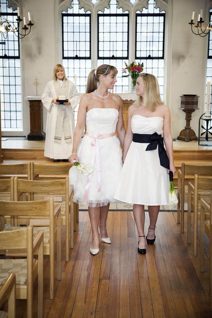 Utgång från kyrksalen efter välsignelse mellan dessa 2 kvinnor i Svenska kyrkan, New York.