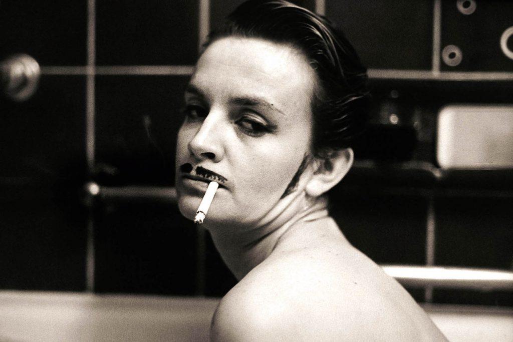 ARKIV 9205-Kvinna målad som man i badkaret/SverigeFoto:Michael Skoglund  Kod:75988  **F-BILD**COPYRIGHT PRESSENS BILD