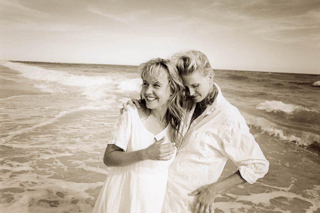 ARKIV 9807-Cecilia och Karin/Två unga kvinnor på en strand/Fire Island/New York/USAFoto:Michael Skoglund  Kod:75988 **F-BILD**COPYRIGHT PRESSENS BILD