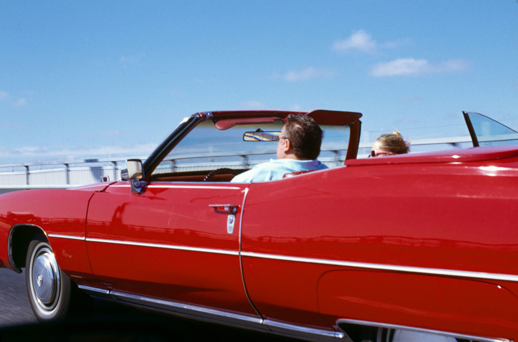 050701 - Röd bil, cabriolet, susar fram på vägen, Sverige   Foto: Michael Skoglund  Kod:75988 COPYRIGHT PRESSENS BILD